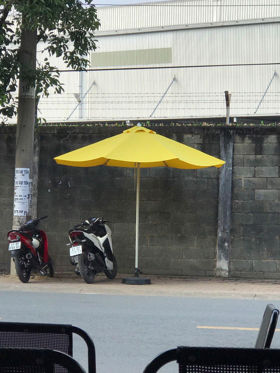 Dù đứng tâm tròng che nắng quán cafe giá rẻ